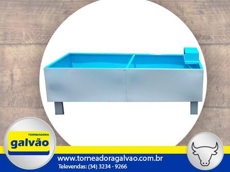 BEBEDOURO DE GADO